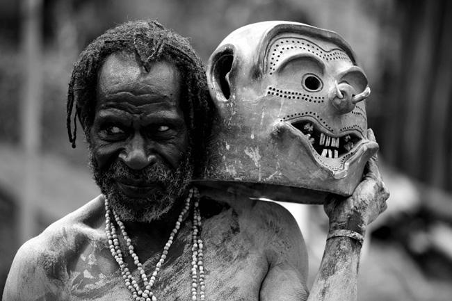 Giật mình với những bộ lạc thiểu số ít người nhất trên thế giới - 6