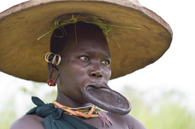 Giật mình với những bộ lạc thiểu số ít người nhất trên thế giới - 1