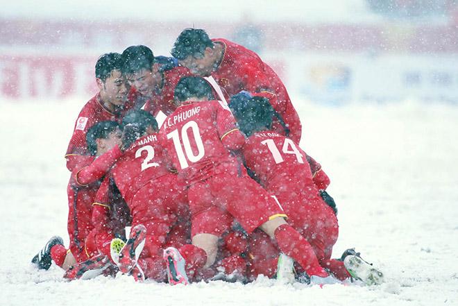 Lạ mắt chiêu ăn mừng thắng trận kiểu công nghệ 4.0 của CĐV Việt Nam - 2