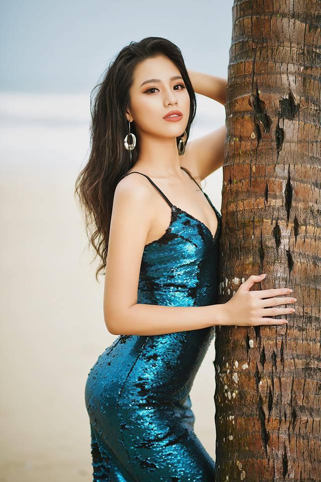 Mới 18 tuổi, Người đẹp biển Hoa hậu VN đã về VTV dẫn tin thể thao - 7