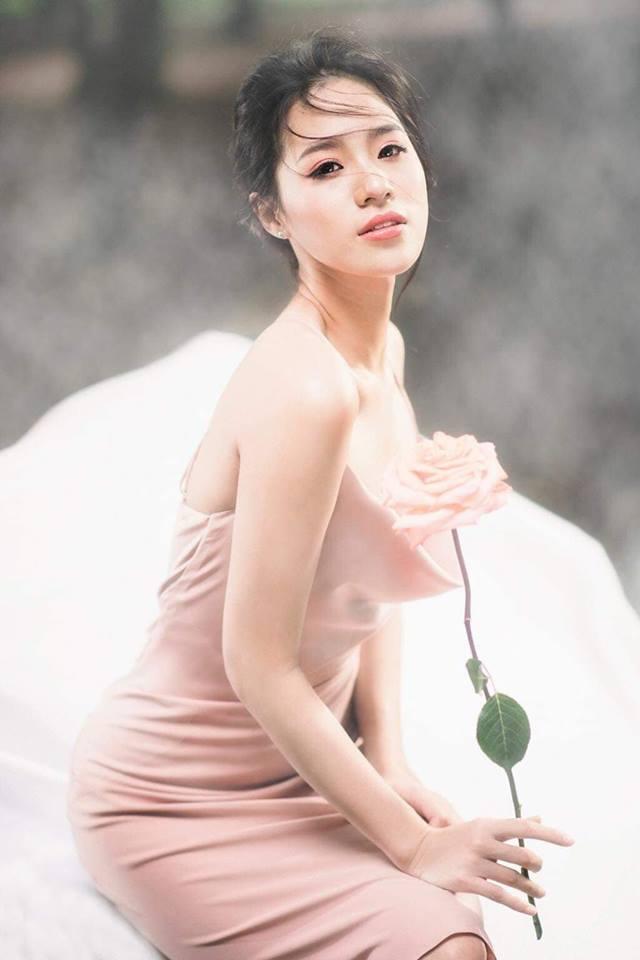 Mới 18 tuổi, Người đẹp biển Hoa hậu VN đã về VTV dẫn tin thể thao - 3