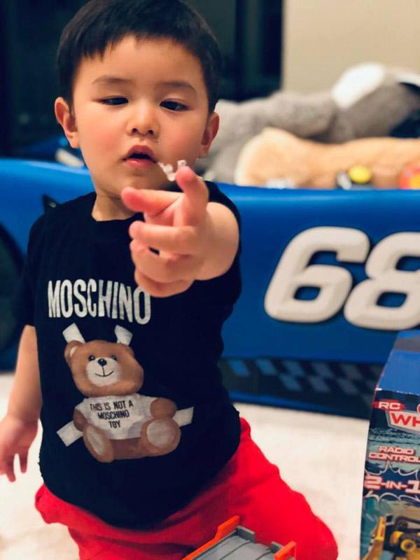 """Mới 2 tuổi, con trai Đan Trường đã đầy quần áo hàng hiệu, xứng danh """"Rick Kid"""" - 7"""
