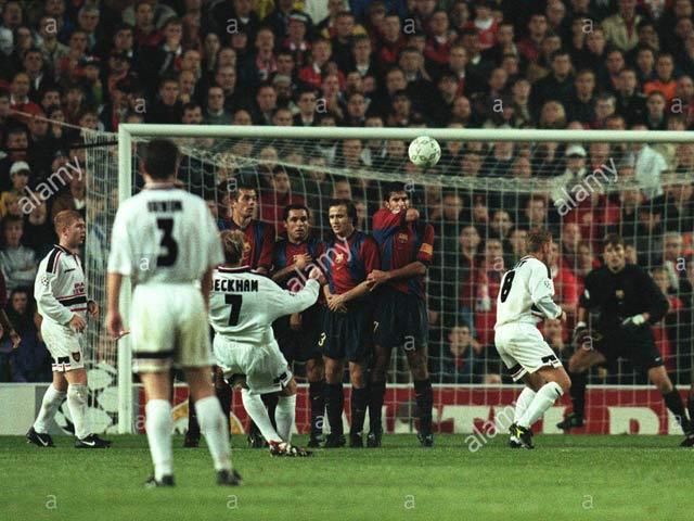 """Duyên nợ MU - Barca cúp C1: Beckham vẽ """"cầu vồng"""" tuyệt đỉnh, nâng tầm siêu sao"""