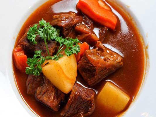 Cuối tuần vào bếp với món bò sốt vang nấu với gấc ngon tuyệt hảo - 1