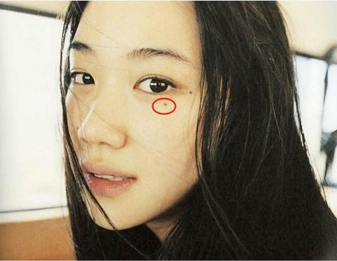 Con gái có nốt ruồi hứng lệ: Tình duyên lận đận, bên ngoài giả vờ mạnh mẽ nhưng nội tâm yếu đuối vô cùng - 1