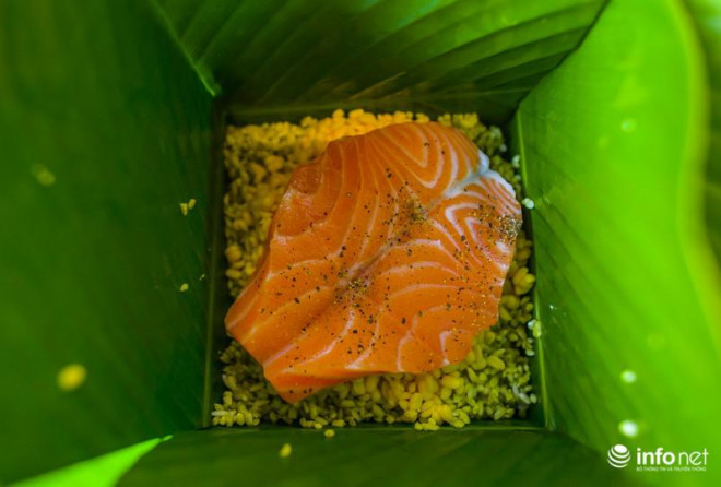 Độc đáo món bánh chưng nhân cá hồi ngày Tết - 10