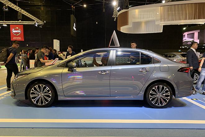 Cận cảnh Toyota Corolla Altis 2020 hoàn toàn mới tại Singapore Motor Show - 3