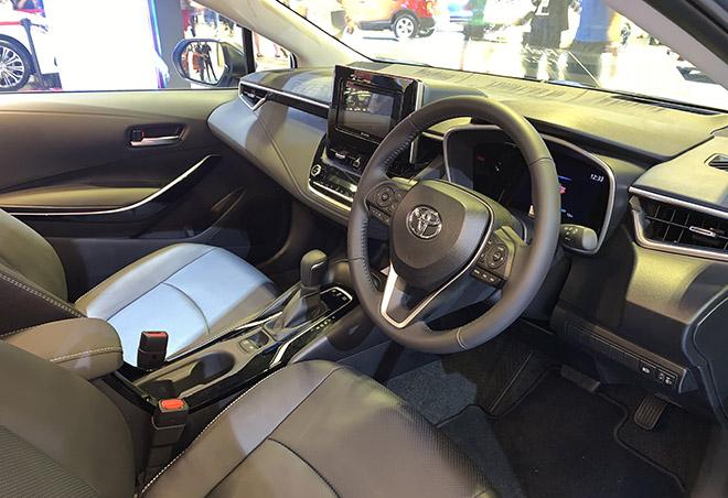 Cận cảnh Toyota Corolla Altis 2020 hoàn toàn mới tại Singapore Motor Show - 6
