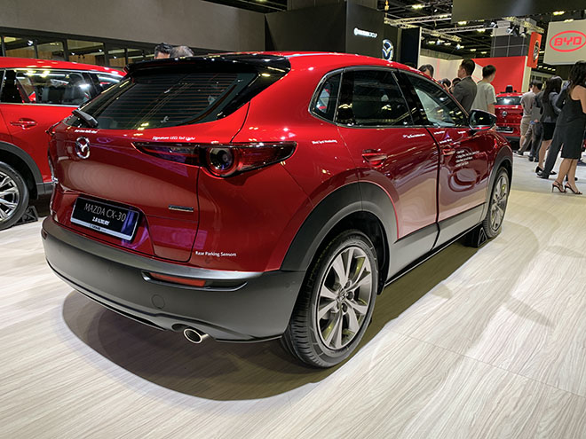 Cận cảnh Mazda CX-30 tại Singapore Motor show, giá từ 2,12 tỷ đồng - 2