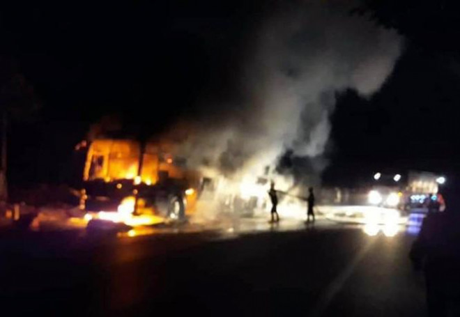 Xe khách giường nằm bị nổ lốp, cháy rụi trên Quốc lộ 20 - 4