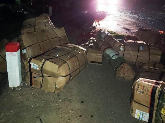 Xe khách giường nằm bị nổ lốp, cháy rụi trên Quốc lộ 20 - 3