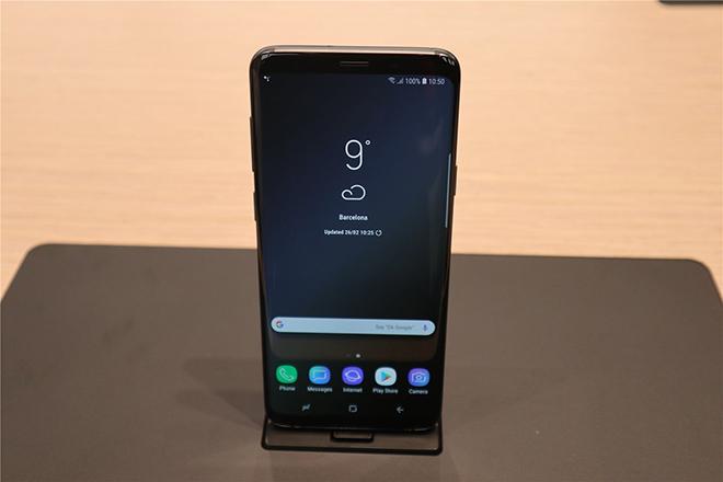 Giá trị Samsung tăng vọt trong 1 năm, vẫn thua xa Apple - 2