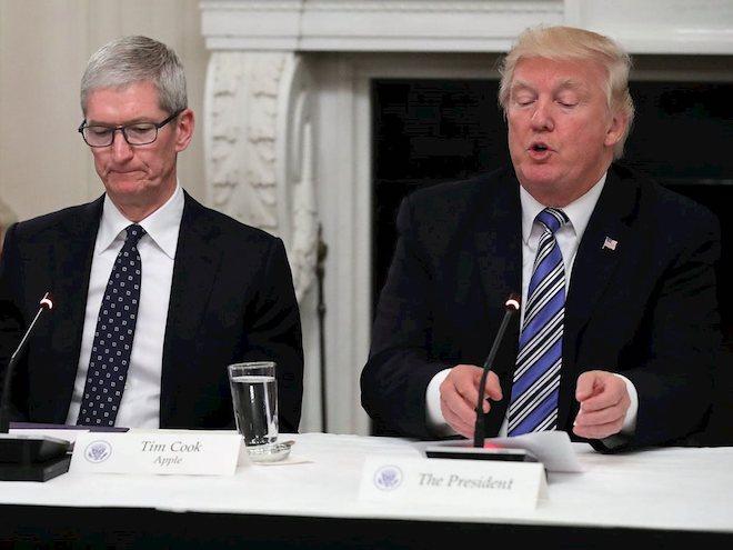 Trump tức giận vì Apple tới mức phải CAPLOCKS liên tục khi tweet về công ty này - 1