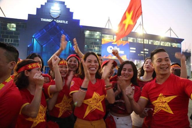 Fan Việt nguy cơ bị cấm vào sân cổ vũ U23 Việt Nam đấu U23 Triều Tiên - 1