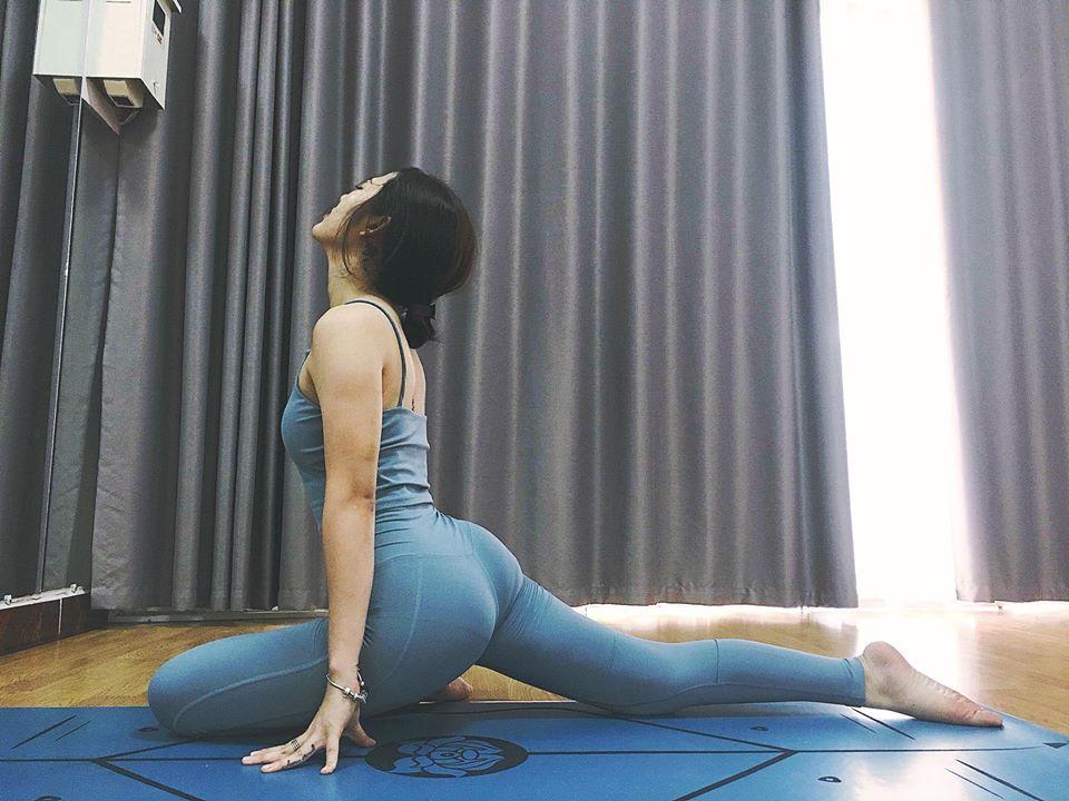 Trang Cherry tập yoga giữ dáng - 4