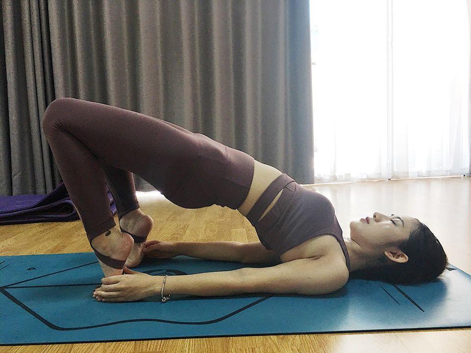 Trang Cherry tập yoga giữ dáng - 3