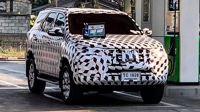 Toyota Fortuner phiên bản nâng cấp facelift chạy thử tại Thái Lan