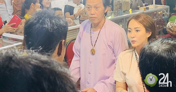 Rời đền Tổ 100 tỷ, Hoài Linh bất ngờ đi bán trầm hương ở hội chợ - Ngôi sao