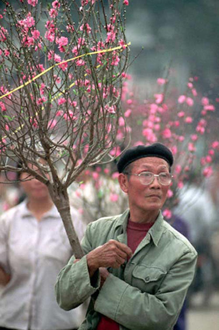 Cận Tết, bồi hồi ngắm lại ảnh chợ hoa Hàng Lược xưa - 4