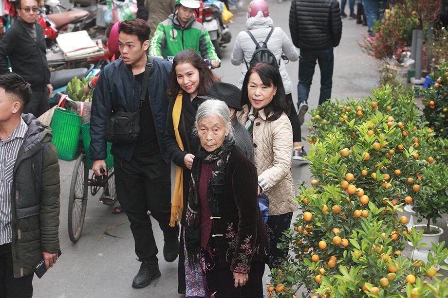 Cận Tết, bồi hồi ngắm lại ảnh chợ hoa Hàng Lược xưa - 6