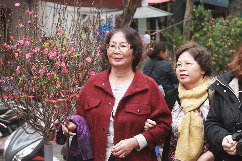 Cận Tết, bồi hồi ngắm lại ảnh chợ hoa Hàng Lược xưa - 8
