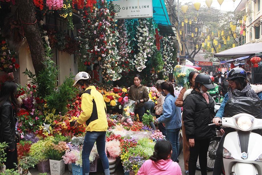 Cận Tết, bồi hồi ngắm lại ảnh chợ hoa Hàng Lược xưa - 11