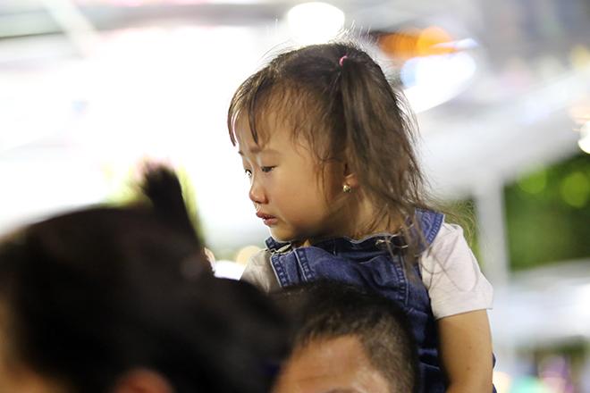 """Đường hoa Nguyễn Huệ vừa khai mạc, cả """"rừng người"""" háo hức chen chân check-in - 15"""