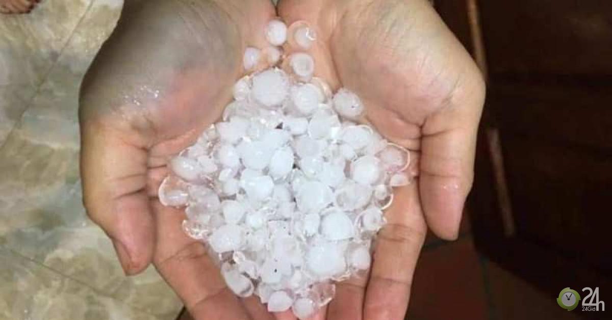 Bất ngờ xảy ra mưa đá kèm lốc xoáy mùng 1 tết - Tin tức 24h