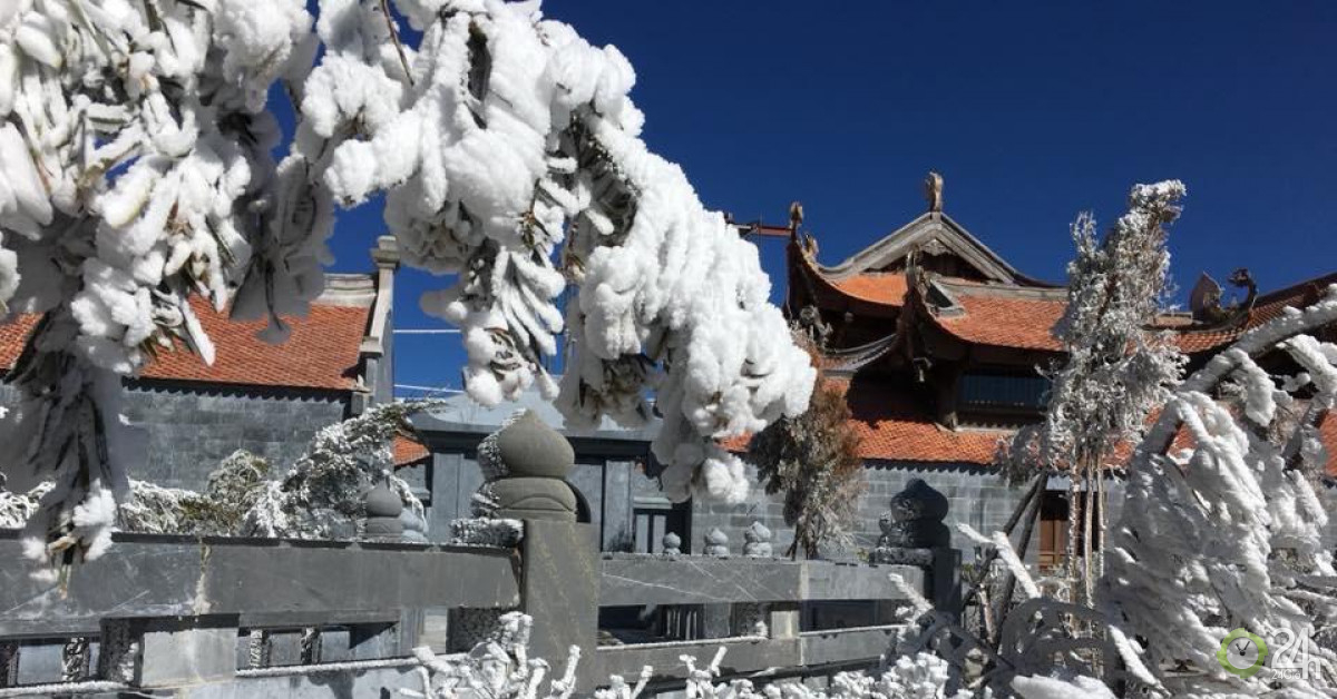 Nhiệt độ giảm sâu, băng tuyết phủ trắng Fansipan như trời Âu - Tin tức 24h