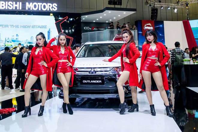 Tháng Tết, mỗi ngày có khoảng 155 chiếc ô tô nhập khẩu vào VN - 1