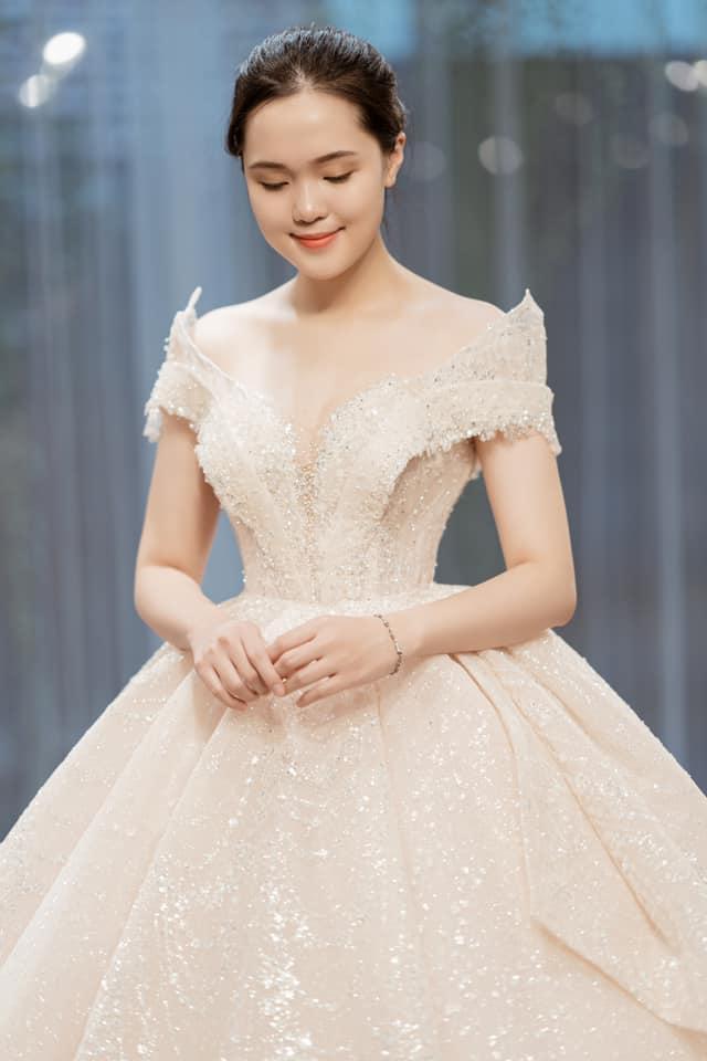 Vợ tương lai Duy Mạnh mặc váy cưới xinh đẹp như công chúa viết lời ngọt ngào