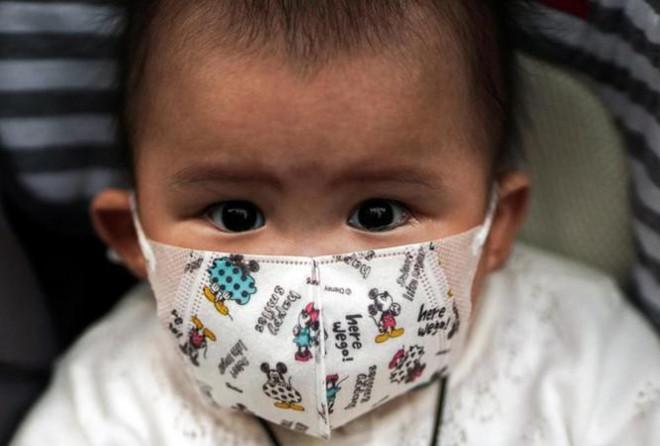 Virus corona: Hơn 17.300 ca nhiễm, có khả năng lây từ mẹ sang con