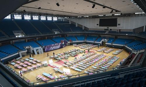 Thiếu giường bệnh nghiêm trọng, Vũ Hán biến cả sân vận động thành bệnh viện tạm