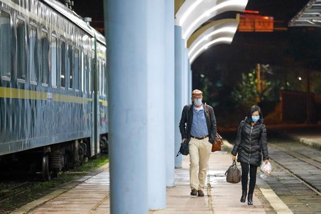 Cận cảnh chuyến tàu xuyên biên giới chỉ với 2 hành khách