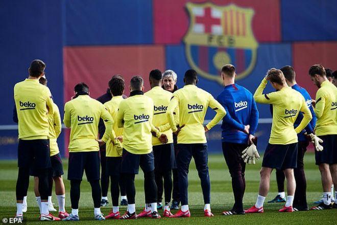 Barca lao đao: Hai SAO cà khịa suýt tẩn nhau, thầy mới Messi đau đầu