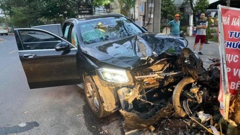 Vụ Mercedes gây tai nạn: Xúc động tâm thư con gái người tài xế Grab Bike