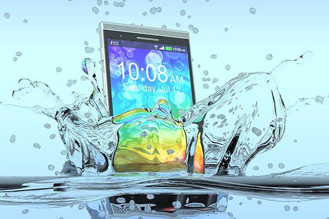 Các bước xử lý khi làm rơi điện thoại xuống nước: Bài học không thừa! - 1
