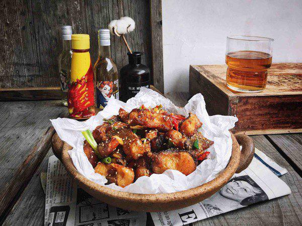 Chán thịt, mẹ đảm vào bếp làm món cá chiên tỏi ớt siêu tốn cơm