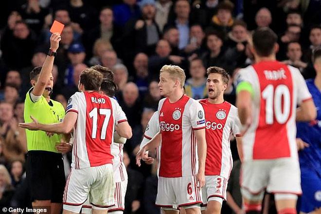Cúp C1 dậy sóng: UEFA thừa nhận sai lầm, Chelsea hưởng lợi từ trọng tài
