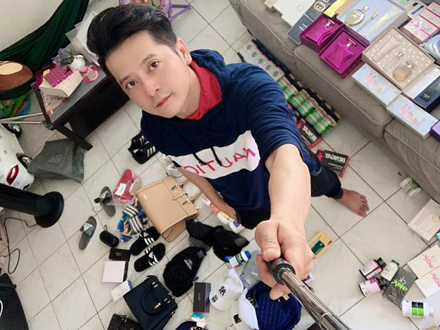 Bất ngờ với cuộc sống sao Việt tại Mỹ: Người bán quần áo sale, kẻ phải đi trộm tiền