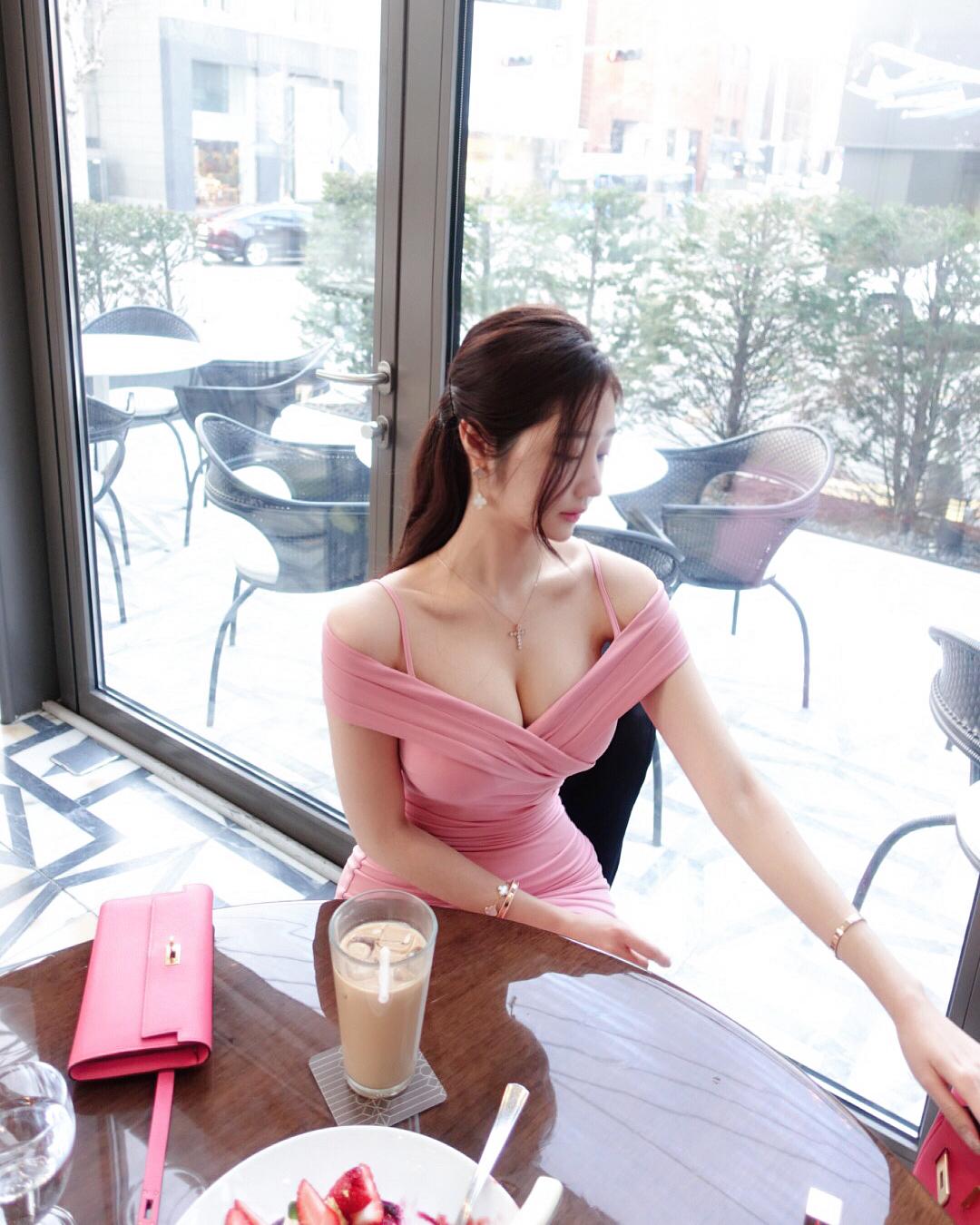 Cô gái triệu fan xứ Hàn táo bạo cởi đồ khoe dáng giữa trời tuyết - 10