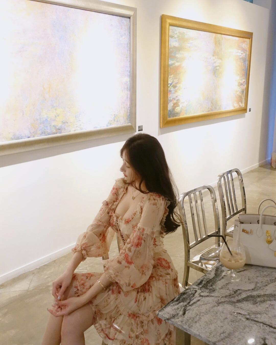Cô gái triệu fan xứ Hàn táo bạo cởi đồ khoe dáng giữa trời tuyết - 13