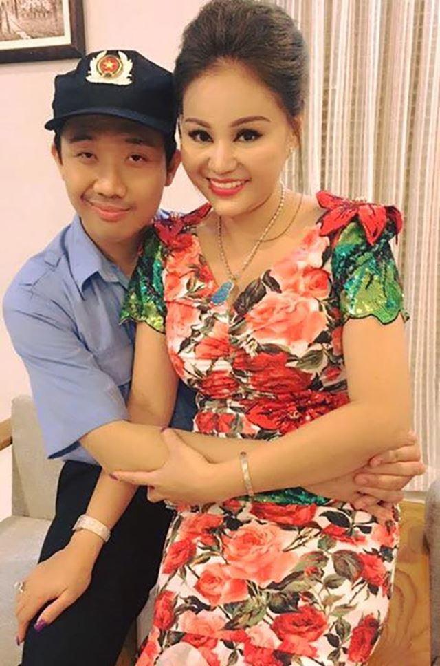 """Dự sinh nhật Trấn Thành, nữ danh hài được Hoài Linh đòi cưới """"chiếm sóng"""" vì vòng 1 quá """"khủng"""" - 3"""