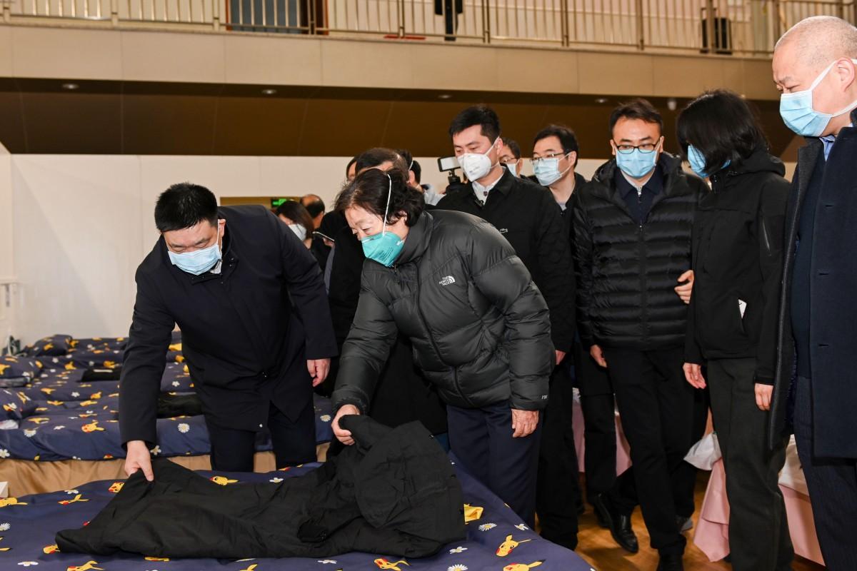 Virus Corona: 1.100 người người chết ở Trung Quốc, số ca nhiễm mới giảm mạnh - 1