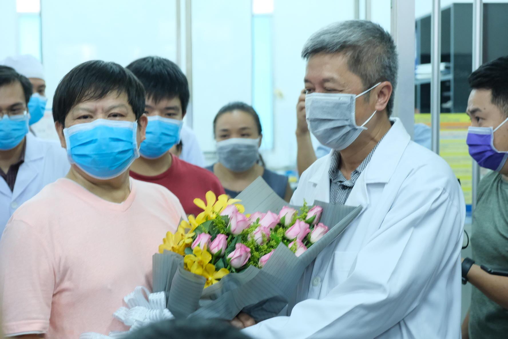 """Bệnh nhân Trung Quốc 66 tuổi nhiễm nCoV xuất viện: """"Cảm ơn! Cảm ơn Việt Nam!"""""""