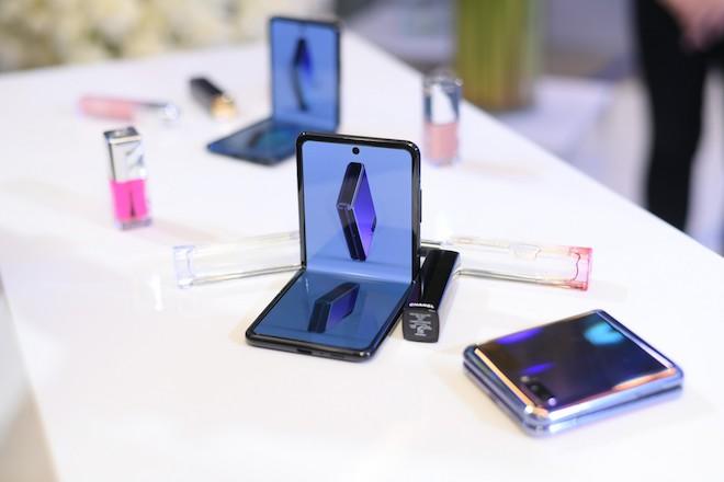 Điện thoại màn hình gập Samsung Galaxy Z Flip có giá 36 triệu đồng tại Việt Nam - 1