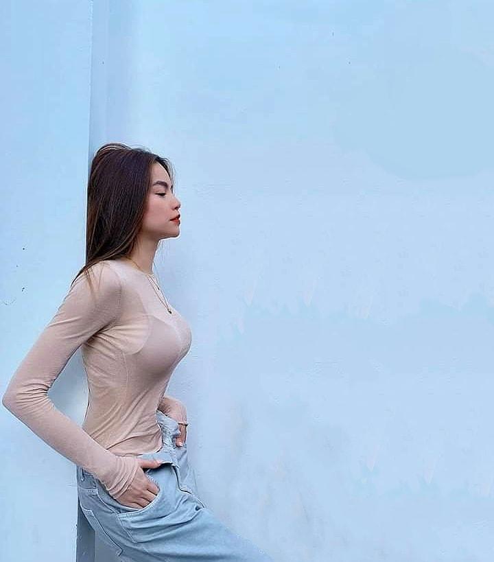 Hà Hồ mix quần bung cúc với áo mỏng - 3