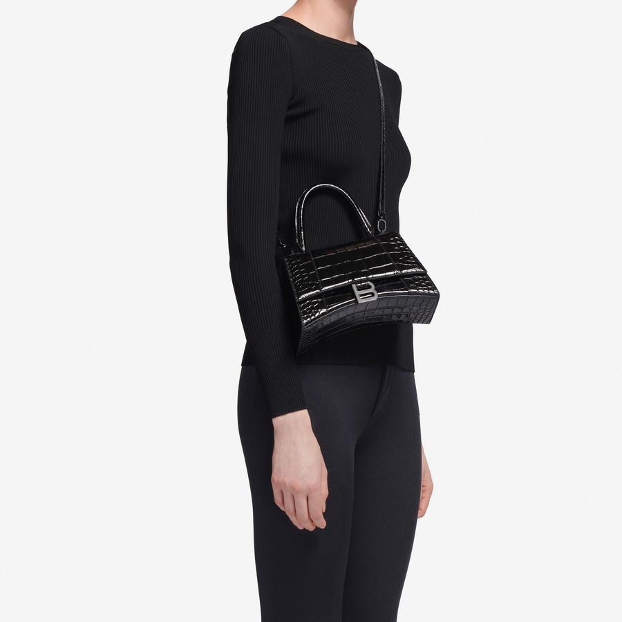 Chiếc túi này có gì đặc biệt khiến Tú Anh lẫn vợ Justin Bieber mê tít? - 1