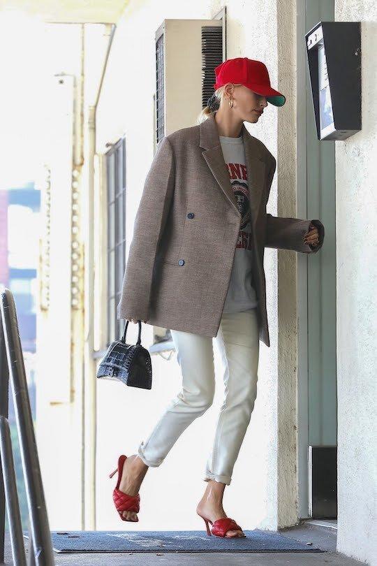 Chiếc túi này có gì đặc biệt khiến Tú Anh lẫn vợ Justin Bieber mê tít? - 5
