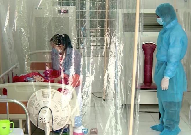 Bé gái 3 tháng tuổi nhiễm Covid-19 đã được chuyển về Bệnh viện Nhi Trung ương - 1